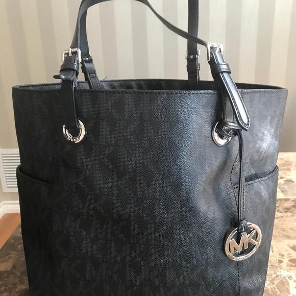 bc9d31fdc935 Michael Kors Bags | Black Authentic Tote Purse | Poshmark